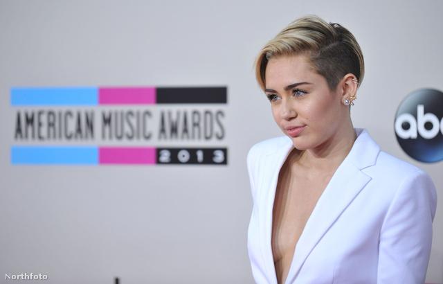 Miley Cyrus a vörös szőnyegen