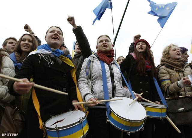 2013-11-26T133607Z 143520469 GM1E9BQ1NXF01 RTRMADP 3 UKRAINE-EU