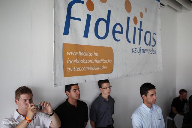 Potenciális lovagok egy júliusi Fidelitas rendezvényen