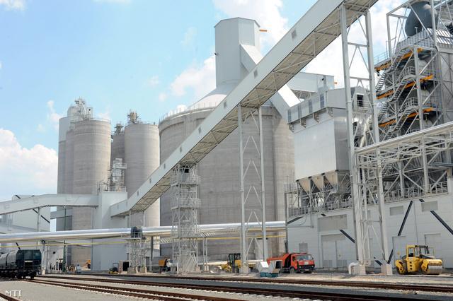 Királyegyházán a Lafarge és a Strabag 270 millió euróból felépült cementműve.