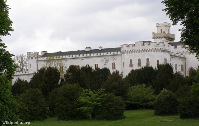 Az oroszvári, egykori Lónyay-kastély, amelynek felújítására kívánja fordítani Gasparovic az elnöki villa eladásából származó pénzt.