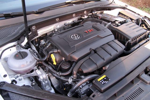 Jó kis motor, nem is lehet gyengének nevezni, de messze nem olyan hegyes karakter, mint mondjuk a Mégane RS 250 lóerős turbója