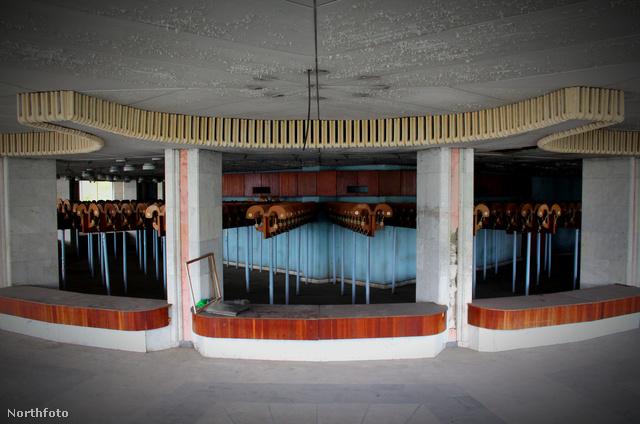 A belső terek ugyan még tűrhető állapotban vannak a 9 évnyi elhagyatottság ellenére.