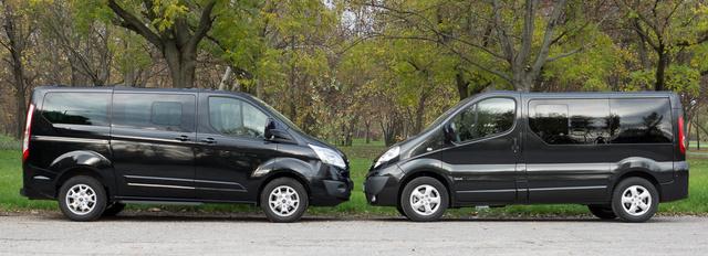 16 ember kényelmesen utazik ebben a két autóban. Na jó, 15.