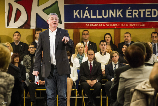 Gyurcsány Ferenc, a Demokratikus Koalíció (DK) elnöke beszél pártja rendezvényén Budapesten, a Best Western Hungária szállóban 2013. december 1-jén. Az elnök tizenhat pontból álló programot hirdetett meg.