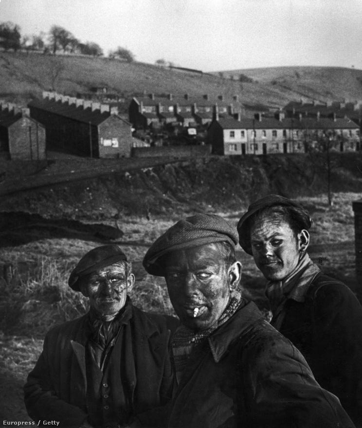 1950-ben Smith az angliai választásokon fotózott, ám mivel a LIFE alapvetően a munkáspárt-ellenes volt, csak néhány kép jelent meg a munkás Angliáról, köztük ez a három wales-i bányász. Később a BBC egy dokumentumfilmben felkereste őket, és elmesélték, hogyan pózoltak munkából hazafelé menet Smith kamerájának.