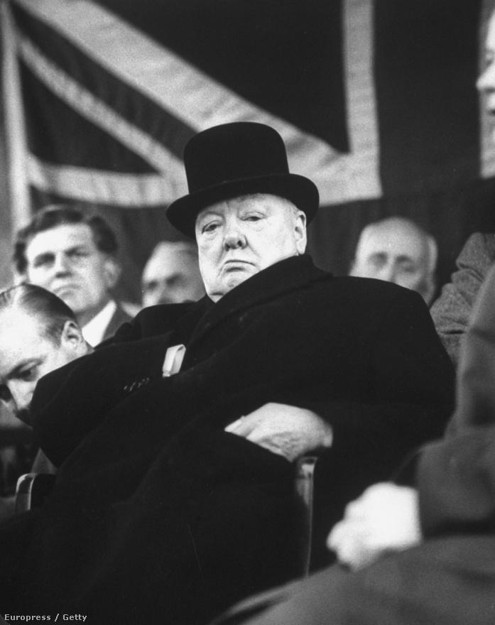Mydans nagyon értett a portrékhoz, egyik leghíresebb munkája a pipázó Douglas MacArthurról készült kép. Fotós karrierje során fotózta Harry Truman elnököt, William Faulknert, Thomas Mannt, Ezra Poundot, Nikita Hruscsovot. Ez a kép Winston Churchillről 1956-ban készült.