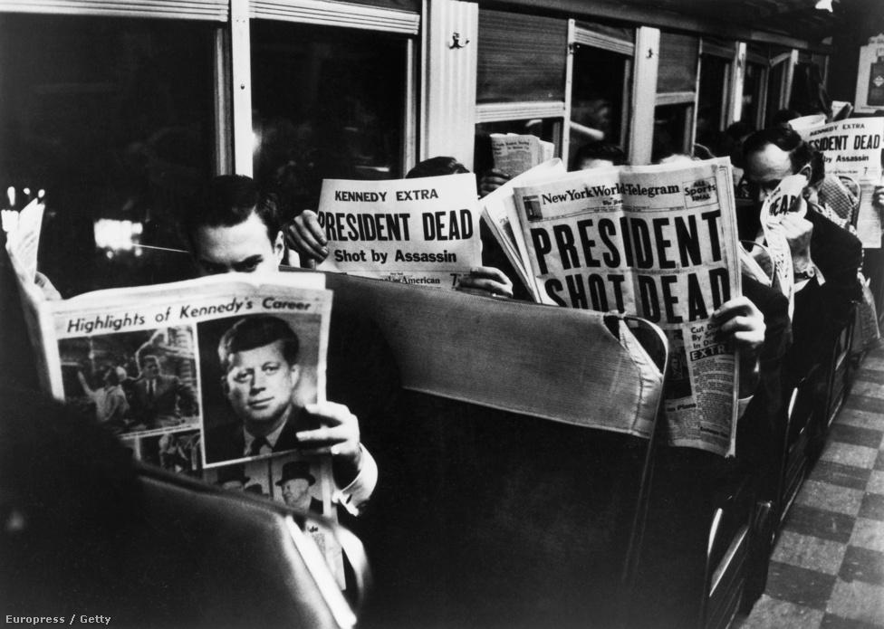 Így nézett ki 1963 november 22. bárhol Amerikában: emberek mélyen az újságjaikba temetkeztek, amelynek címlapján ott állt fekete-fehéren: John Fitzegarld Kennedy elnököt lelőtték. Pedig aznap Mydans tért vissza utoljára a Life szerkesztőségébe, nem volt konkrét megbízása, mintegy véletlenül lőtte azt a képet, ami legjobban illusztrálja ezt a történelmi pillanatot. Ezért is szerették a szerkesztői, mert sorozatok helyett jobban szeretett egyetlen kifejező képet készíteni.