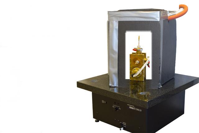 Ennek a stabilizált műszernek a végén van a nanoméretű tű, amivel a kutatók dolgoznak