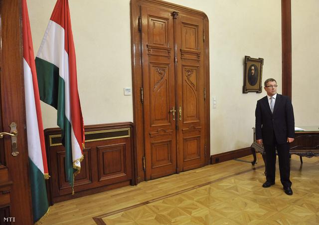 Matolcsy György az MNB elnöke irodájában.