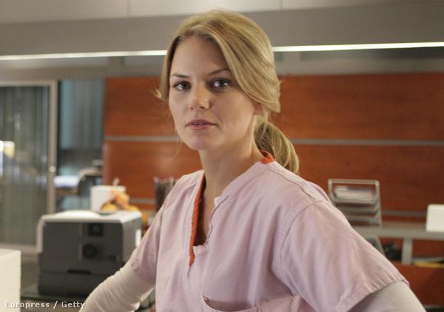 Jennifer Morrison dr. Allison Cameron szerepében, Jesse Spencerrel, aki a sorozatban és az életben is a vőlegénye volt