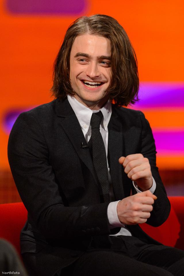 Daniel Radcliffe hosszú hajjal jelent meg a Graham Norton Showban. A felvételt ma adja a BBC, csak sajnos nem nálunk