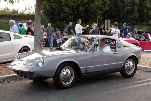 Kalifornia állam egyévnyi szén-dioxid-kibocsátási kvótáját egy irvine-i találkozóra jövet lerendezi ez a kétütemű, háromhengeres, DKW-motoros Saab Sonnet II