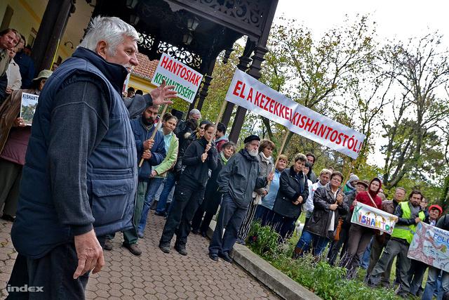Tiltakozók Kishantoson, november 4-én