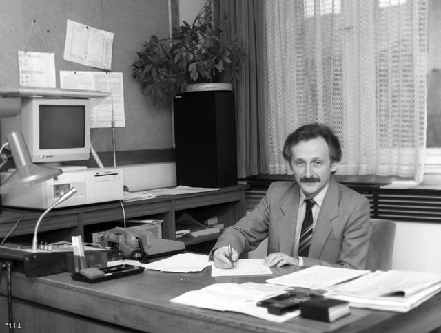 Pálfy G. István, a Magyar Televízió Híradójának főszerkesztője, 1990-ben