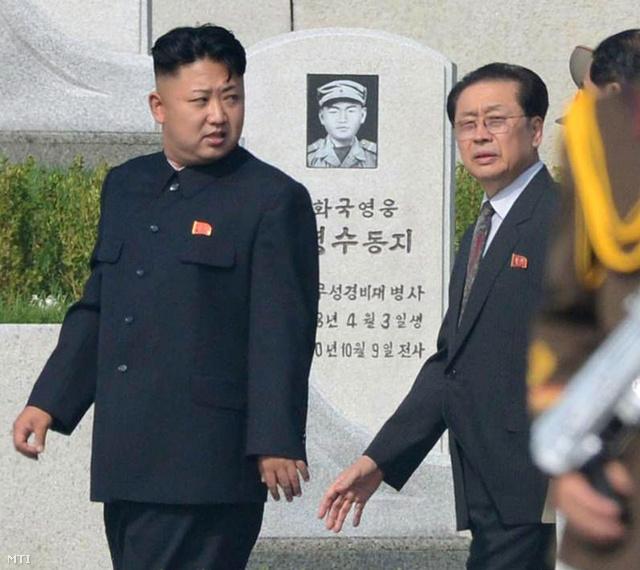 Kim Dzsongun és nagybátyja 2013 nyarán