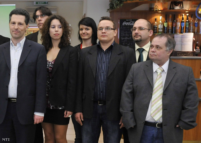 Ladányi Attila (középen)