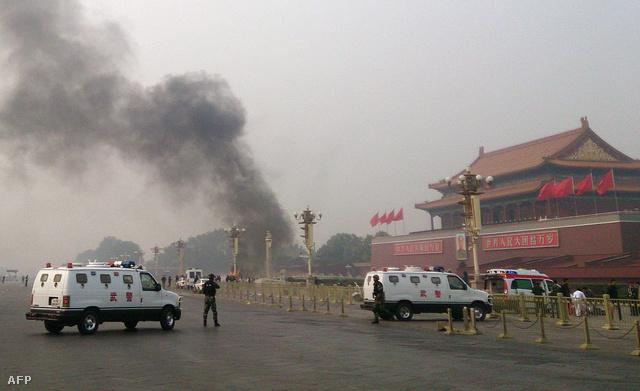 Az október végi, a pekingi Tienanmen téren történt, öt halálos áldozattal és tucatnyi sebesülttel járó akcióért a kínai hatóságok szintén ujgur szélsőségeseket tettek felelőssé.