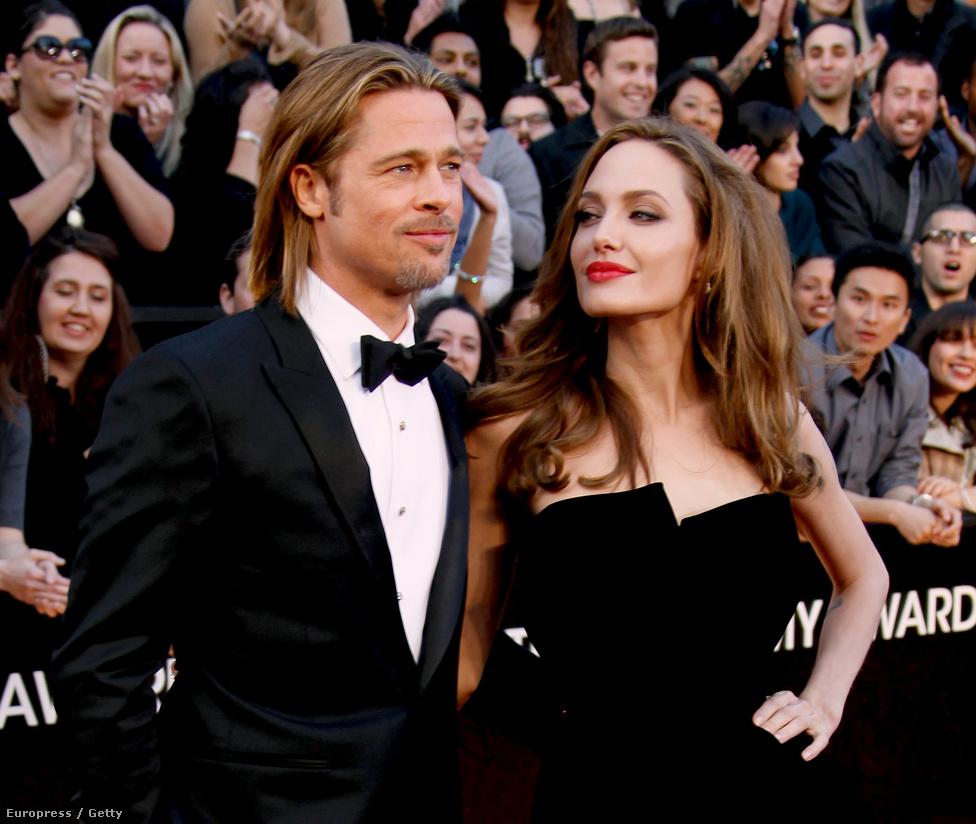 Angelina Jolie-val a 84. Oscar-díjátadón tavaly. Nyolc éve vannak együtt, három örökbe fogadott és három vér szerinti gyereket nevelnek. A média érdeklődése ennyi idő után sem enyhült Brangelinának nevezett páros iránt. Pitt nemrég úgy nyilatkozott, hogy amikor rájöttek arra, hogy ez a kíváncsiság nem is fog csillapodni, tudatosan igyekeztek a hírnevüket valamilyen jó célra hasznosítani. Gyerekszegénység elleni harc, környezetvédelem, rákkutatás: többek között ezekre fordítanak időt, pénzt, energiát. Pitt szerint ez abban is segít neki, hogy kevésbé cinikusan tekintsen a saját életére.