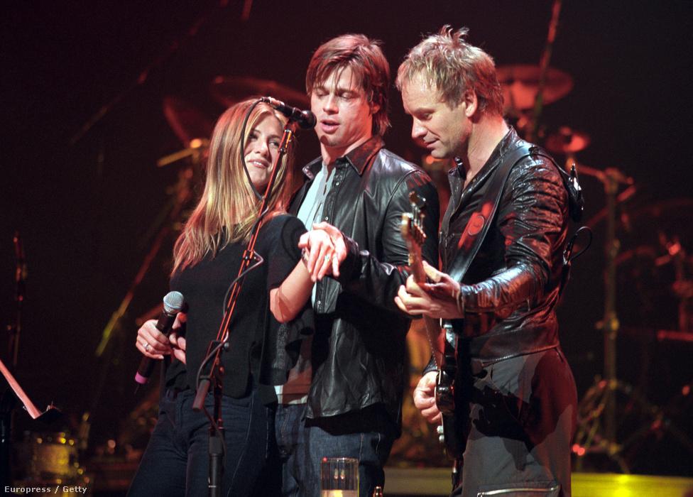Jennifer Anistonnal egy 1999-es Sting-koncerten. Éppen Aniston eljegyzési gyűrűjét mutogatják. 2000 nyarán házasodtak össze Malibun, és ezután még öt évig húzták együtt. A házasságnak Angelina Jolie vetett véget, akibe Pitt a Mr. és Mrs. Smith forgatásán szeretett bele. Később azt mondta, hogy Aniston mellett üresnek érezte az életét és unatkozott. Aztán pontosította a nyilatkozatot, miszerint magát unta, nem a házasságát, mert a volt felesége okos és vicces nő, akivel ma is barátok.