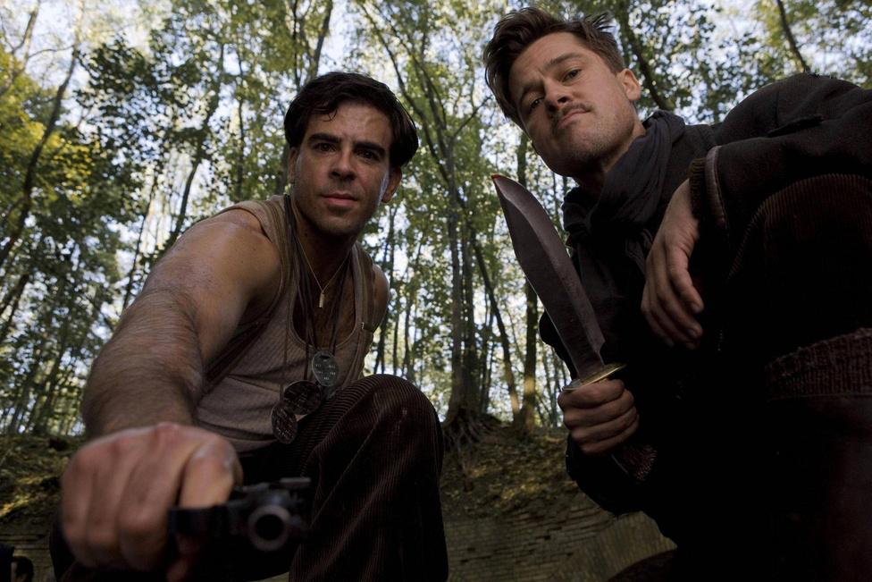 Tarantino nácivadász filmjében, a Becstelen brigantykban. A film legemlékezetesebb karaktere Christoph Walz zsidóvadásza, de Pitt Aldo Raine-je is remek, különösen akkor, amikor fantasztikus olasz nyelvtudását csillogtatja.