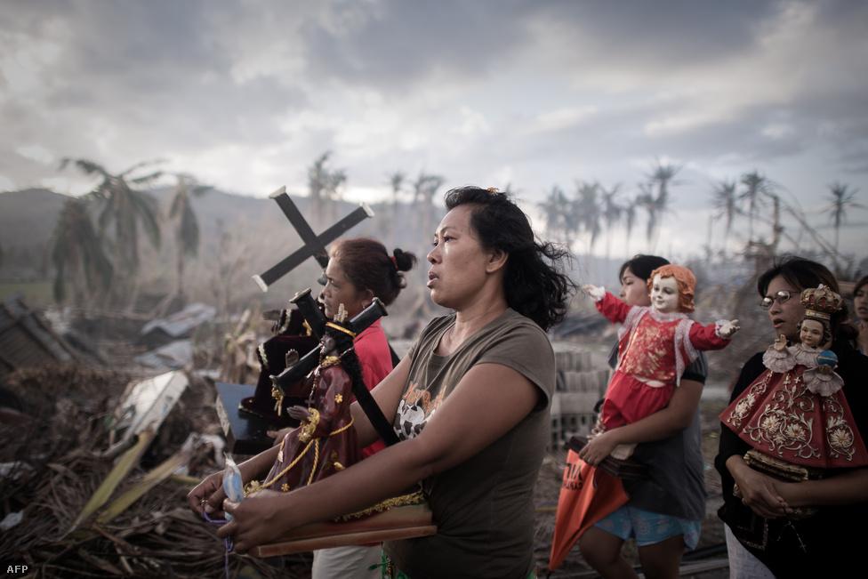 A Fülöp-szigeteket november elején letarolta a Haiyan szupertájfun, aminek halálos áldozatainak száma megközelítette a hatezret. A Haiyan miatt 23404-en megsérültek, több mint négymillió embernek kellett elhagynia otthonát, még sokáig tarthat az újjáépítés.
