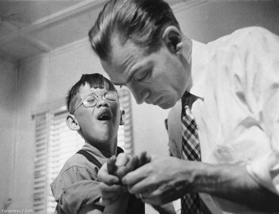 A vidéki orvos című sorozat 1948-ban jelent meg a LIFE-ban. Smith 23 napon át követte Coloradó államban Dr. Ernest Ceriani háziorvost és aprólékosan dokumentálta a szerteágazó munkáját.