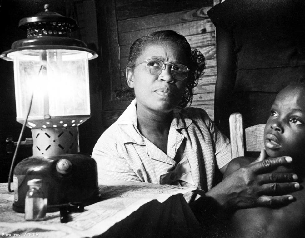 A Life magazin 1951-ben publikálta  Maude Callen történetét, Smith több mint 20 képen örökítette meg munkáját Nővér-bába címmel. A déli, elmaradott területeken a mélyszegénységben élő családok számára Callen egyszerre volt orvos, étkezési és életvezetési tanácsadó és nem utolsósorban bába, aki számtalan gyereket segített világra. Ez a Callen-portré egyébként nem jelent meg a LIFE válogatásában.