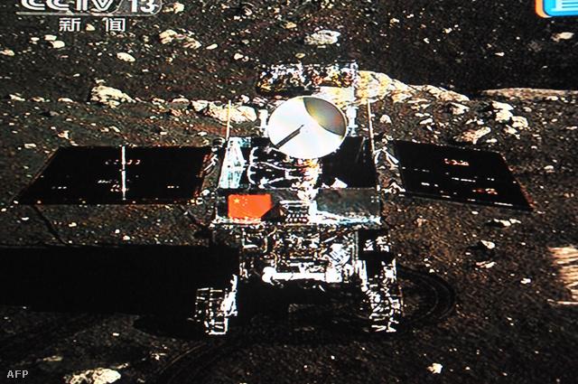 Az első fotó a kínai holdjáróról a Hold felszínén