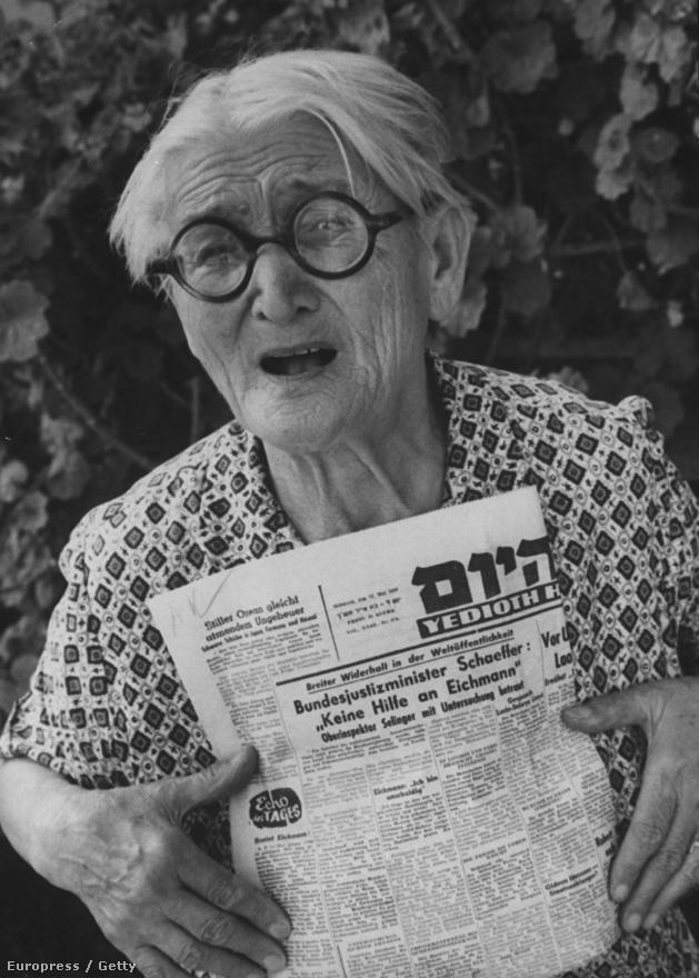 Egy német özvegyasszony véleményt nyilvánít az Eichmann-ügyről. Schutzer szorosan követte a második világháború utóéletét, Anna Frank barátnőinek külön sorozatot szentelt.