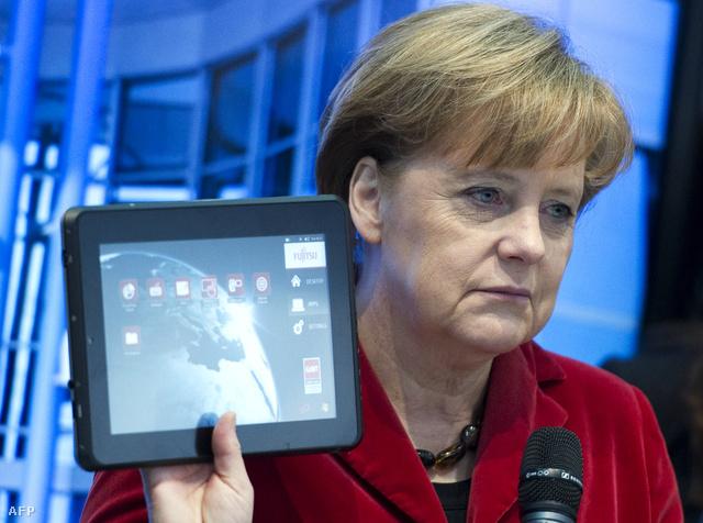 Angela Merkel egy Fujitsu tablettel