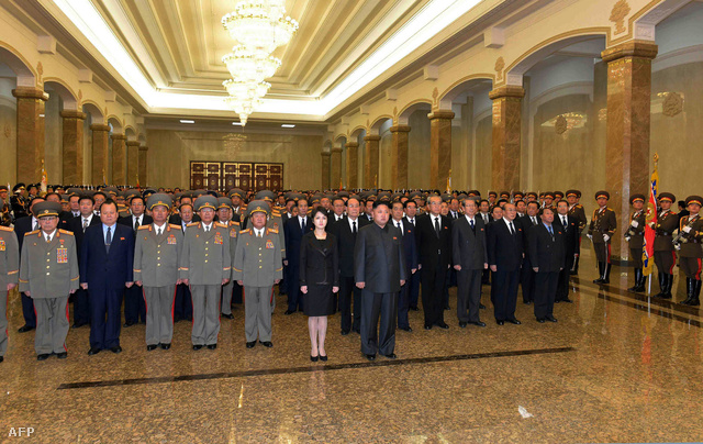 Kim Dzsongun országjáró turnéra indult, miután december 12-én árulónak nyilváníttatta, majd kivégeztette nagybátyját egy nagyszabású tisztogató akció keretében. A héten viszont igyekezett minél több embernek megmutatni, hogy mennyi mindenhez ért még.