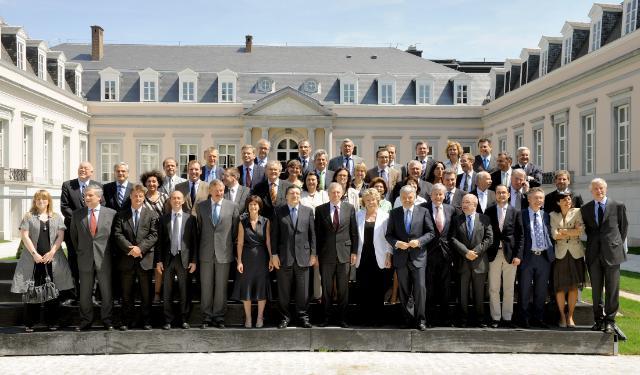Az Európai Bizottság családi fotója - a sorokban önjelöltek bújnak meg!