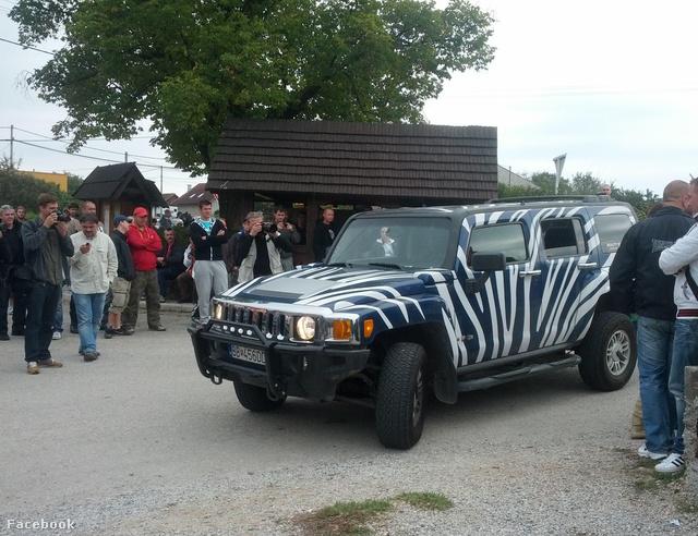 Miroslav Belicka kampánymenedzser tulajdonát képezte a Hummer, amit Kotleba használt.