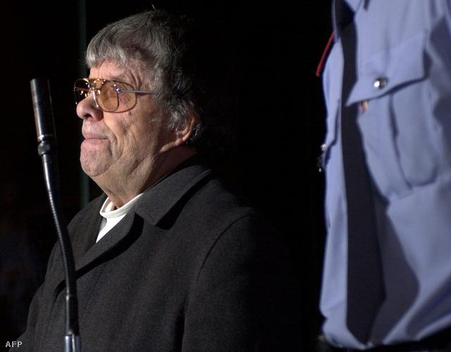 Pándy András a brüsszeli bíróságon 2002-ben