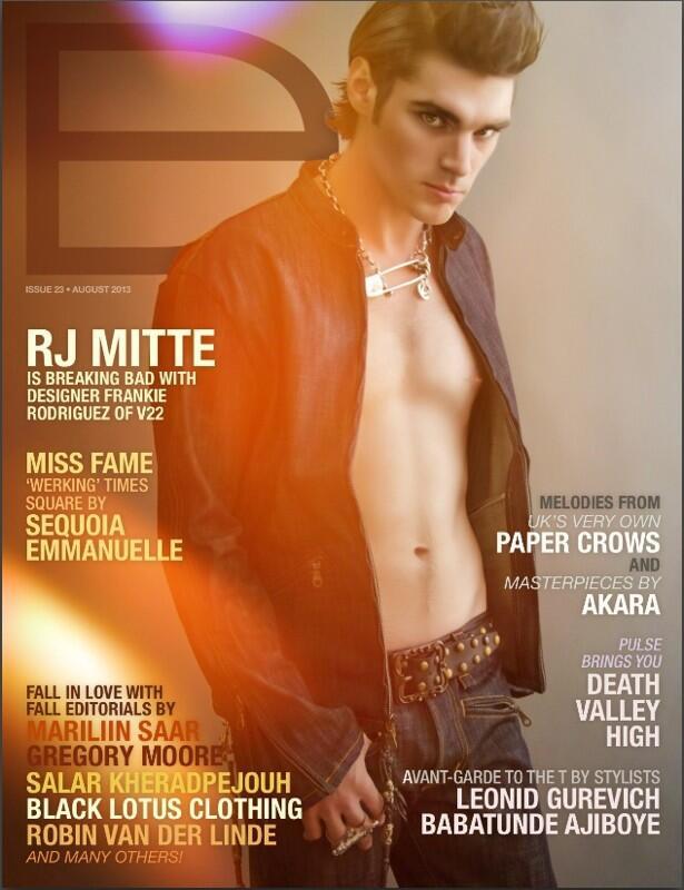 RJ Mitte, aki a fogyatékos srácot játszotta a Breaking Badben, kicsit vetkőzött ezen a címlapon
