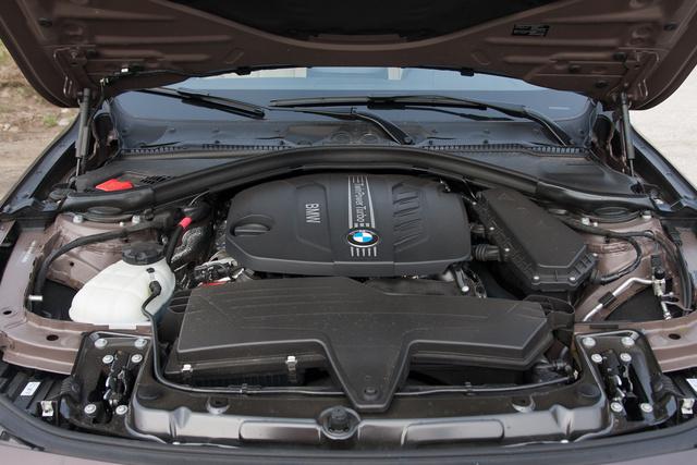 """A """"Twin Power Turbo"""" felirat jár az egyturbós dízelekhez is. Viszont a 325d kétturbós"""