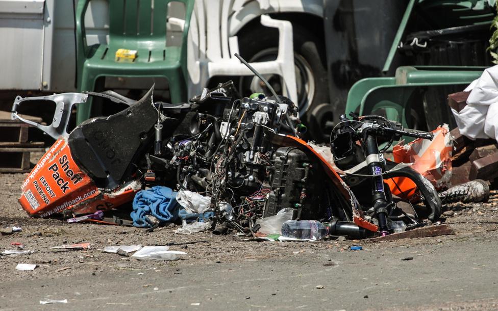 A motorsport veszélyes. Nem sokkal a rajt után Jonathan Howarth elveszítette uralmát motorja felett és óriásit bukott. A versenyző csodával határos módon, saját lábán hagyta el a helyszínt, de tizenegy néző megsérült. Halálos áldozata szerencsére nem volt a balesetnek.