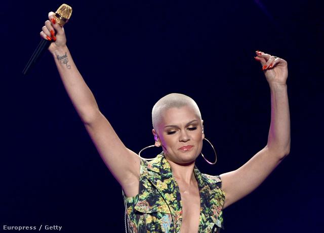 Jessie J haj nélkül