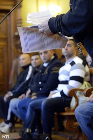 A másodrendű vádlottat hallgatják bűntársai
