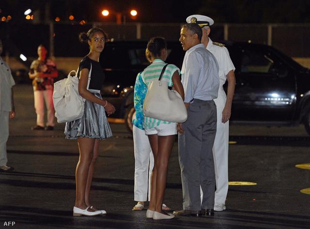 Barack Obama és két lánya január 4-én hazajöttek Hawaiiról