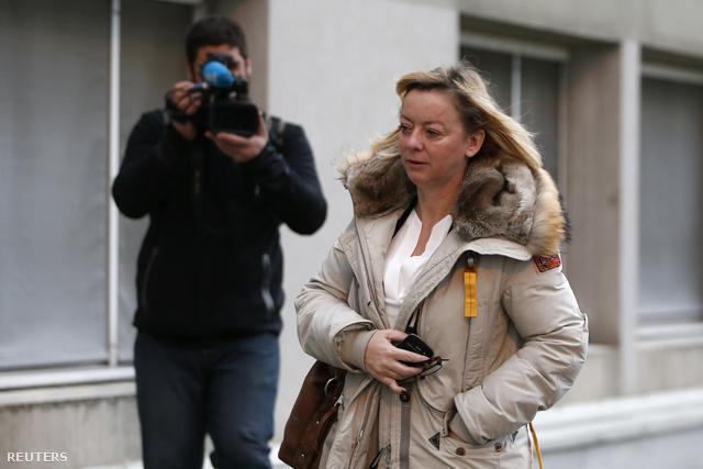 Sabine Kehm a kórház előtt, január 2-án