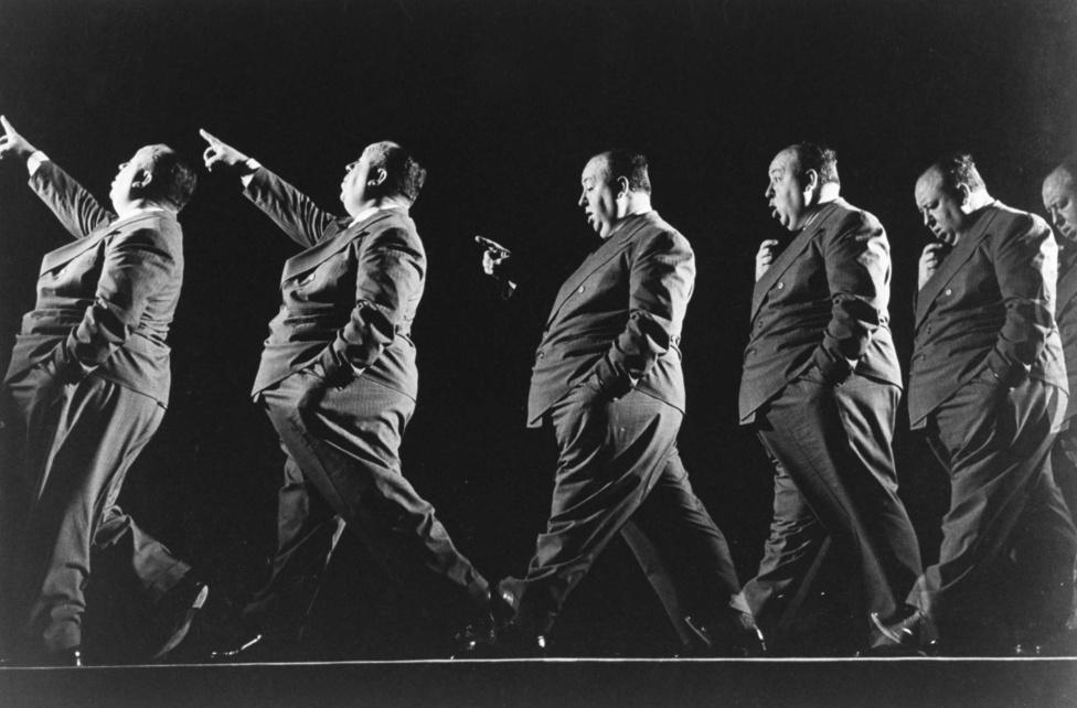 Ez a kép még 1942-ben, A gyanú árnyékában forgatásán készült a sétáló Alfred Hitchcock filmrendezőről. A hosszú záridő a sétát teljes hosszában rögzítette, viszont csak a stroboszkopikusan villogó vaku villanásaikor tett léptek kerültek rá a képre.