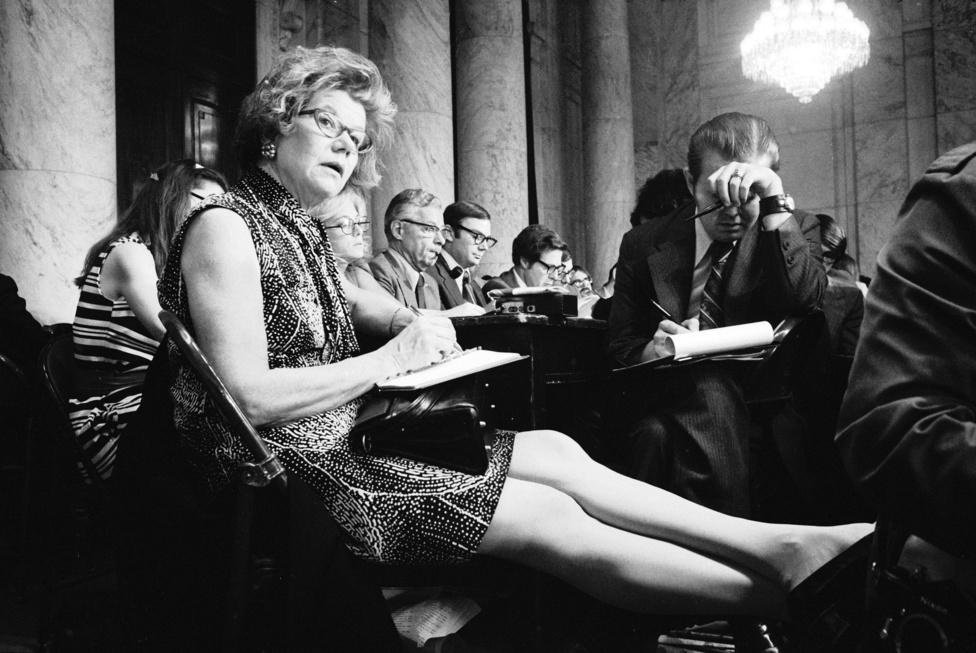 Mary McGrory újságíró a Watergate-meghallgatásokon, 1973-ban.