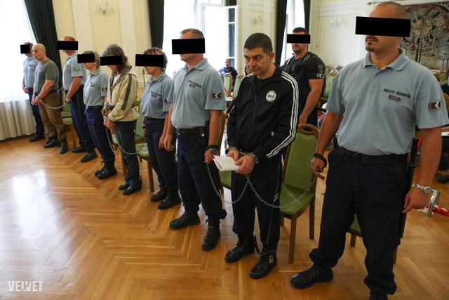 Kép egy korábbi tárgyalásról, amikor még lehetett fotózni a vádlottakat.