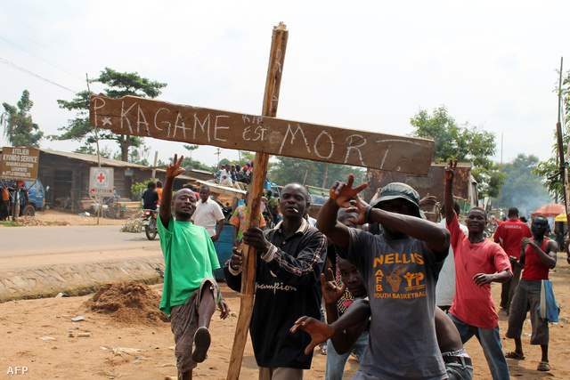 """""""Paul Kagame meghalt"""" áll a táblán. Pedig nem is."""