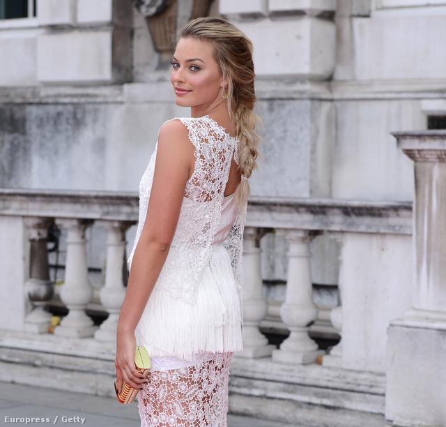 2013. augusztusában fehérben az About Time című film londoni premierjén