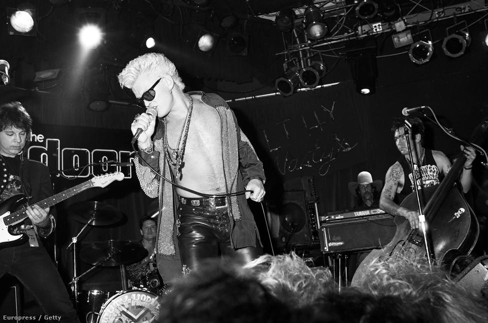 Az MTV-n bemutatott videoklipek a rocksztárok egy egészen új fajtáját hozták létre:  Billy Idol volt az egyik első, aki a csatornán vetített zenés kisfilmjeinek köszönhette a népszerűségét. Az énekes a második brit inváziónak köszönhetően tört be a tengerentúli piacra, és rendszeres fellépője volt a klubnak, többek között zenélt Doors-emlékesten is, az L.A. Woman című számot pedig azóta is előveszi néha-néha. Idol egyébként Oliver Stone 1991-es, Ray Manzarekék életét feldolgozó filmjében is kapott egy rövid szerepet, ő volt Cat, Jim Morrison ivócimborája.