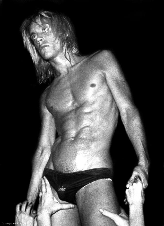 Iggy Pop és a Stooges már azelőtt teltházas bulikat tartott a Whiskyben, mielőtt Los Angelesbe igazán betört volna a punkzene. Sokáig rezidens zenekar voltak, amikor az egész társaság átköltözött a nyugati partra. Azonban hiába kaptak szerződést az Elektrától, és adtak ki két albumot, az éppen tomboló love, peace and unity-féle hippiskedés alatt nem voltak túl sokan kíváncsiak a Stooges nyers, vad és botrányosan őszinte protopunkjára. A lemezek nem fogytak, Iggy Pop még durvábban drogozni kezdett és szép lassan feloszlott a zenekar. Pedig David Bowie imádta Iggyt, még a Raw Power felvételein is segédkezett, ami azóta a garázspunk egyik alapvetésévé vált. Egy szűk rétegnek azonban még időben sikerült felfedezni magának Iggy Popot, akik később létrehozták a Los Angeles-i punk színteret, az énekest pedig azóta mindenki a punk keresztapjának hívja, akinek hatása elindította megannyi kaliforniai zenekar karrierjét a Black Flagtól a Germsig.