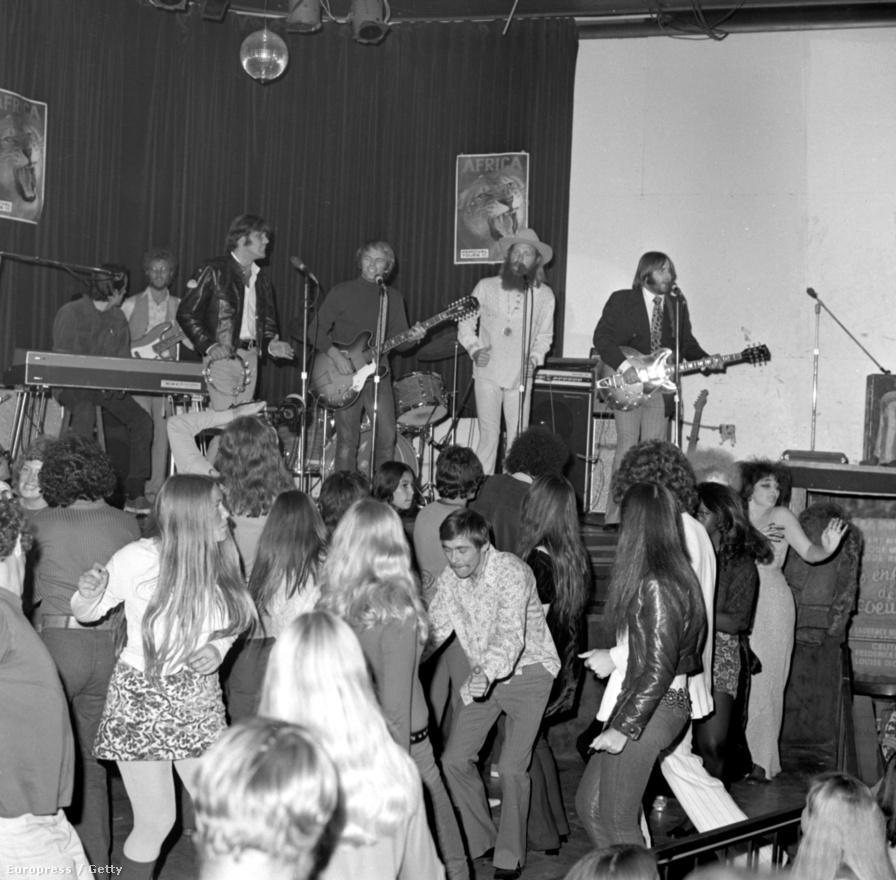 A legenda szerint Los Angeles New Yorkhoz képest csak egy alvóváros volt, különösebb zenei színtér nélkül. A Whisky a Go-Gón kívül a Beach Boys segített a legtöbbet ennek a megváltoztatásán, náluk jobban talán egy gitárzenekar sem foglalta össze a nyugati parti könnyűzene esszenciáját. Ugyan rendszeresen koncerteztek a Sunset Stripen és komoly népszerűségnek örvendtek országszerte, a következő generációk számára ez már nem volt elég izgalmas.